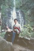 蟲爸學生時代校外剪影:北海岸旅遊於瀑布下 (2).jpg