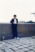 蟲爸學生時代校外剪影:燙髮後於屋頂天台.jpg