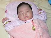 叔叔 阿姨 給 妤雯 見面禮:980606滿月 穿金戴銀的小妤雯1.JPG