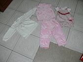 叔叔 阿姨 給 妤雯 見面禮:俊安媽媽送的衣服.JPG
