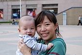 08-10-25帶著士愷和老婆跟阿姨去微風吃飯:DSC_0537.jpg