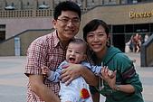 08-10-25帶著士愷和老婆跟阿姨去微風吃飯:DSC_0545.jpg