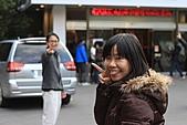 02/26/11 飛奔武陵賞櫻趣:20110226武陵賞櫻去 (76)哈哈 有背後靈.jpg