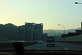 02/26/11 飛奔武陵賞櫻趣:20110226武陵賞櫻去 (2)一大早這麼多車.jpg