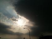 隨手拍生活:烏雲吃掉太陽 (2).JPG