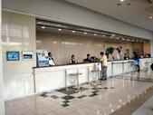 2012.07.04~08.日本東京5日遊~第1天(下篇):IMG_0026領隊正在櫃台辦理(穿黃衣服者).JPG