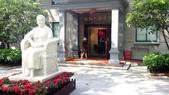 中國~故事江南旅遊活動。第5天:DSC_0817孫中山遺孀宋慶齡故居文物館參訪~館前廣場及雕塑像.jpg