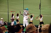 2006亞洲職棒大賽__辣妞啦啦隊篇:每3局結束都有熱舞。