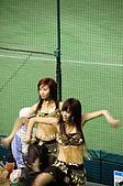 2006亞洲職棒大賽__辣妞啦啦隊篇:連日韓觀眾都看的目瞪口呆。