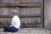 2007年8月30日~9月2日_沖繩之旅_Day2:日本老者,大概在緬懷戰事中的同袍(因為日本將總指揮部設在首里城下)