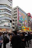 2007 亞洲職棒大賽東京3天2夜之旅_day.2_秋葉原:圍這麼多人,是在等誰???