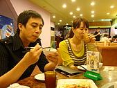 980520 湄南小鎮:來自中壢的陳先生與人妻也一副酒足飯飽的樣子