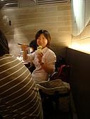 981215 南港飯團「聚」一下:一直想拿新相機借我把一下的黃小瑩