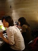 981215 南港飯團「聚」一下:右邊那位吃的超認真