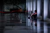 中越胡志明市.戰爭博物館.統一府.媽祖廟:統一府,還是有人很悠閒的看書!