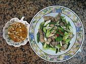 美食:鹹豬肉炒蒜苗+糖醋蒜醬