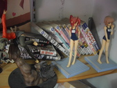 某S級宅男的閨房_滿滿公仔及AKB48牆(先澄清一下, 不是我的房間唷):1370882070.jpg
