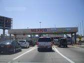 陳良弼2010美國行之墨西哥Tijuana之旅(到處是武裝警察、有趣的回美國邊境的龜速公路)0621:1746424230.jpg
