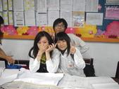 2009高雄高商進修學校3年8班拍畢業照_20091221:1411421757.jpg