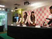 Yes!! 歷史性的一刻!!! AKB48新加坡官方店開幕!!! 2011_05:1465537735.jpg