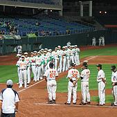 2006.03.22 新莊棒球場:兩隊球員進場