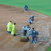 2006.03.22 新莊棒球場:雨天整理場地