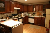 Fully Furnished Room:新式廚房 Stylish kitchen