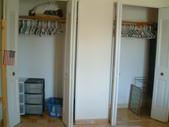 Fully Furnished Room:整面牆寬的大衣櫃 Huge closet