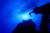 2015年10月蘭嶼的海與陸:八代灣沉船一隅。 (水面上那艘是我們的船)