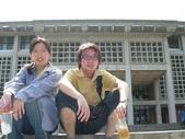 2005.06.06.台中遊(志達):圖書館館前一照