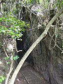 2010-10-26_我在墾丁*出火、社頂公園、墾丁大街:社頂公園 -- 小峽谷(很可怕的洞,我不敢走完...)