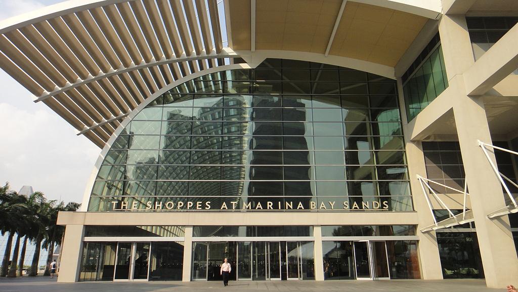 2012-03-24_新加坡第二天,徒步旅行市政區:165440_終於到了shopping mall門口