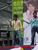 2006.04.09.愛情魔髮師改版慶功簽唱會(新竹風城):08.(握拳)玉榮的Bomba很有power!