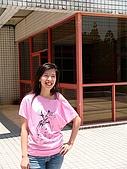 20070622 碩士服拍拍拍 (李昀 & NCU_Math):他還蠻會抓拍照點的^^