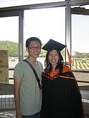 20070622 碩士服拍拍拍 (李昀 & NCU_Math):因為上張是苦瓜臉,再來一張~
