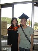 20070622 碩士服拍拍拍 (李昀 & NCU_Math):終於都笑開囉!