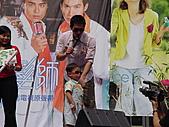 2006.04.09.愛情魔髮師改版慶功簽唱會(新竹風城):13.回答出顏書問題,但是媽媽愛明道的小朋友(一上台就戴默