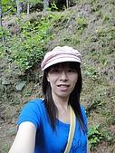 2010-05-09 母親節武陵農場行:瀑布途中自拍