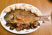 2015/02/18~23_我的農曆新年生活:〔2015-02-18〕炸得有點黑的魚(但是沒破皮耶^^)