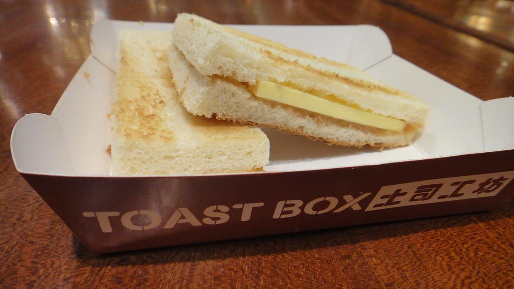 2012-03-24_新加坡第二天,徒步旅行市政區:095755_還是亞坤的枷椰土司比較好吃 @@