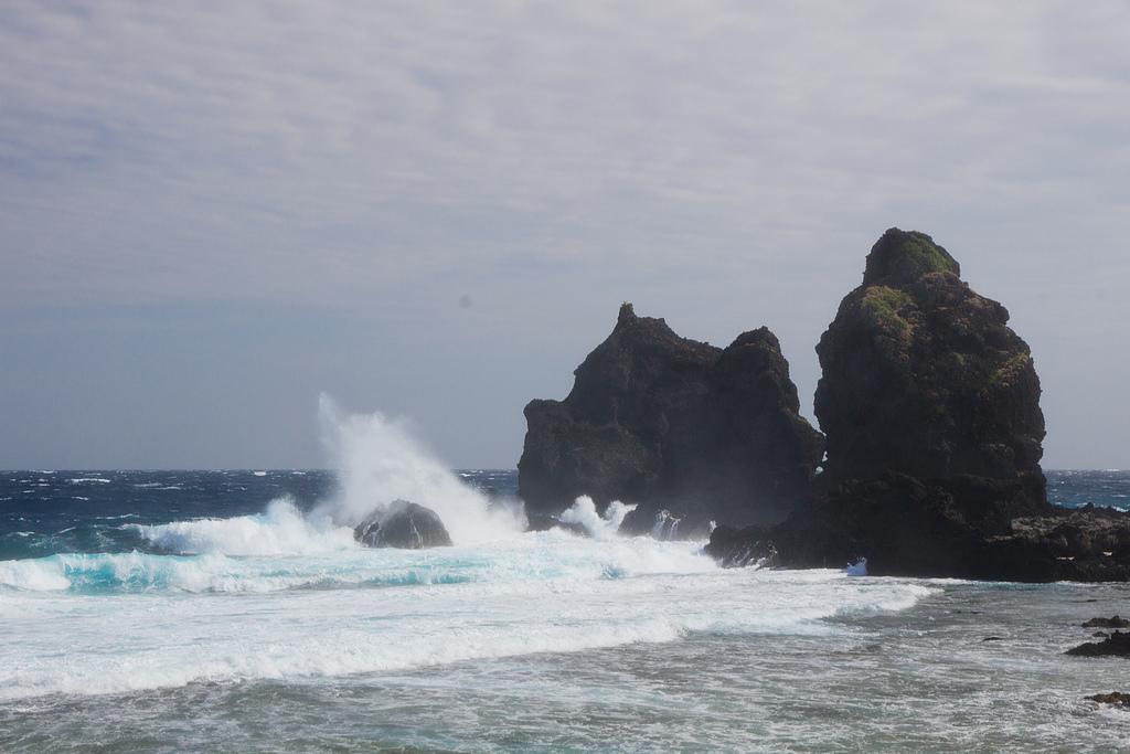 2014-10-07~12_流浪到綠島的六天(600D篇):2014-10-08_公館港口(浪真的很大阿~~~)