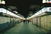 [Film 33] 三月關東_Day2/3東京&奧日光 (By FM2):晚上應該是九點左右的仲見世通吧,終於安靜點 :P