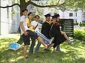 20070622 碩士服拍拍拍 (李昀 & NCU_Math):li 妳也太愛露大腿了吧XD