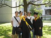 20070622 碩士服拍拍拍 (李昀 & NCU_Math):這是碩士服的新穿法嗎?