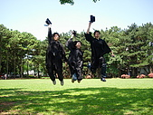 """2005.06.05.畢業典禮(老哥):嗚嗚嗚,我真的好矮喔...>""""<"""