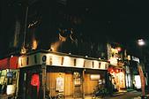 [Film 33] 三月關東_Day2/3東京&奧日光 (By FM2):小路轉角不知名的燒肉店,不吃燒肉的我純粹喜歡日本夜晚的氛圍