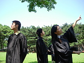 2005.06.05.畢業典禮(老哥):跳完了來耍一下白癡吧~~