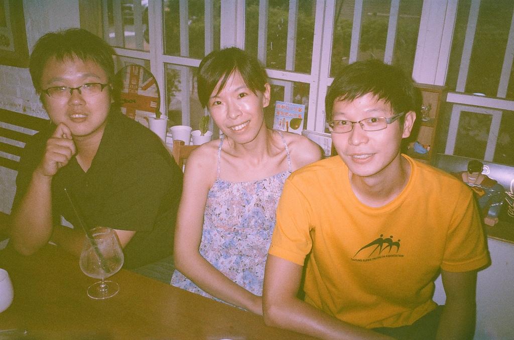 [Film 0] Fujifilm DL-270 & Pentax Espio Mini:2014-09-08_因為變質太嚴重了,所以我們的合照變成意外的有FU~