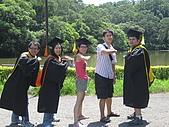 20070622 碩士服拍拍拍 (李昀 & NCU_Math):這是...衝衝衝!!!