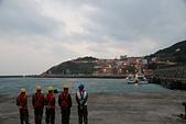 2012-10-14_東引中柱港 & 南竿:清晨的東引中柱港,前面的阿兵哥正在準備等待協助台馬輪靠港。